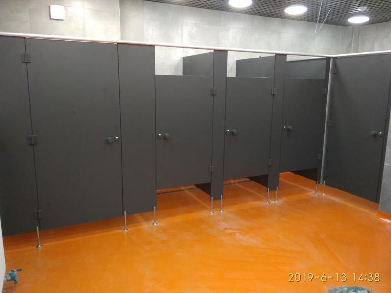 Systemy ścian działowych do sanitariatów i natrysków 12