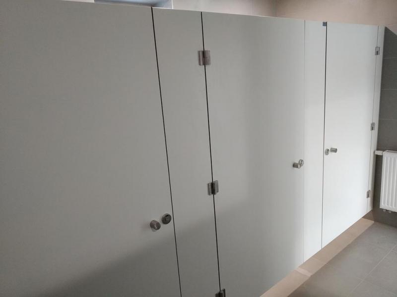 Systemy ścian działowych do sanitariatów i natrysków 13