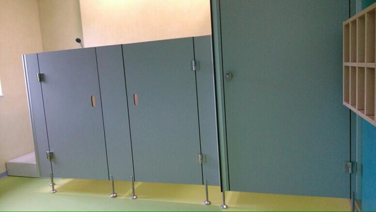 Systemy ścian działowych do sanitariatów i natrysków 16