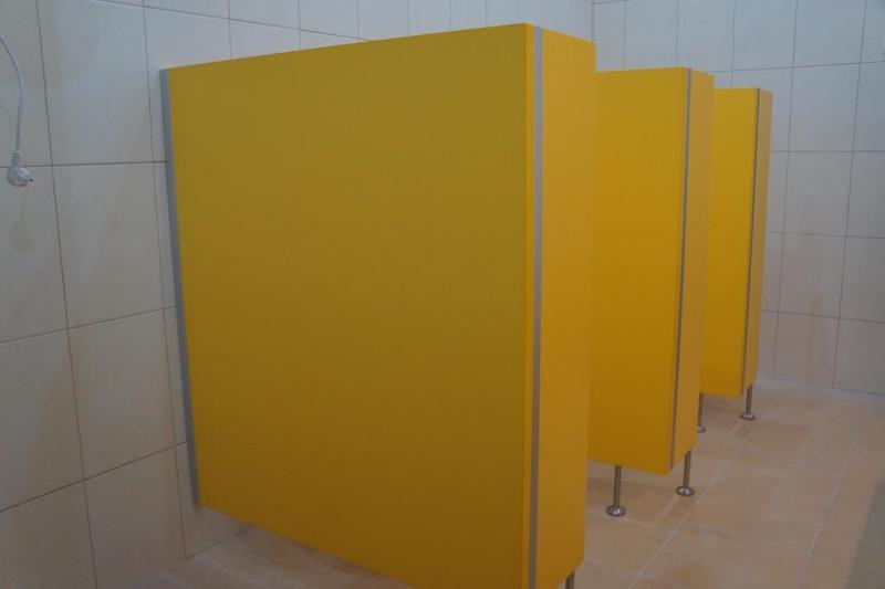 Systemy ścian działowych do sanitariatów i natrysków 4