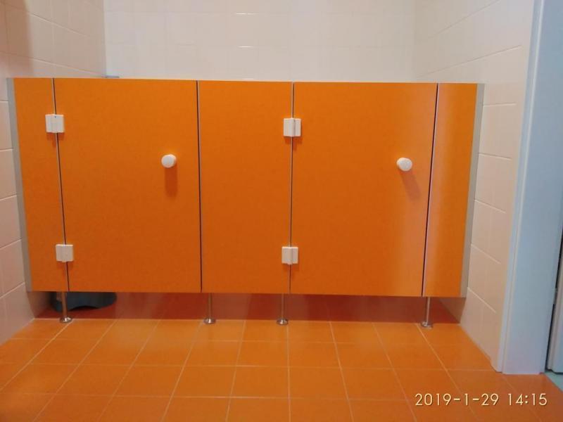 Systemy ścian działowych do sanitariatów i natrysków 5
