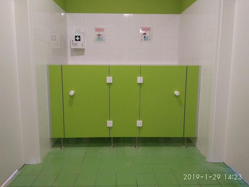 Systemy ścian działowych do sanitariatów i natrysków 6