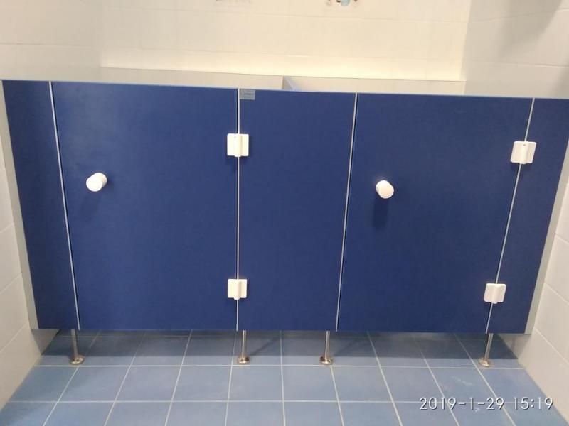 Systemy ścian działowych do sanitariatów i natrysków 7